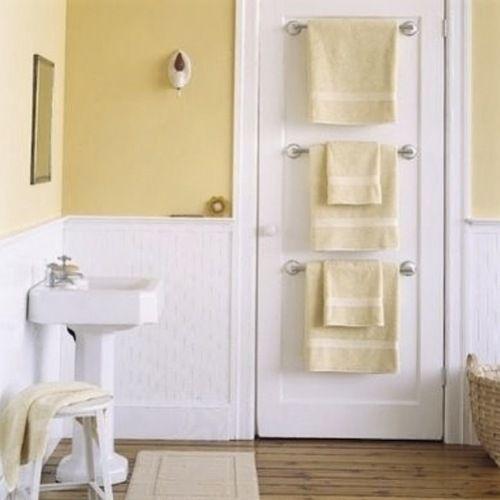 Häng upp stänger på dörren! Perfekt för (torra) handdukar. Eller tänk om det gick att få dem uppvärmda.