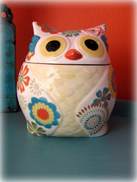 Cute owl from Pier 1 - maybe I'll do my new kitchen in owls! This would be a great starter piece!!