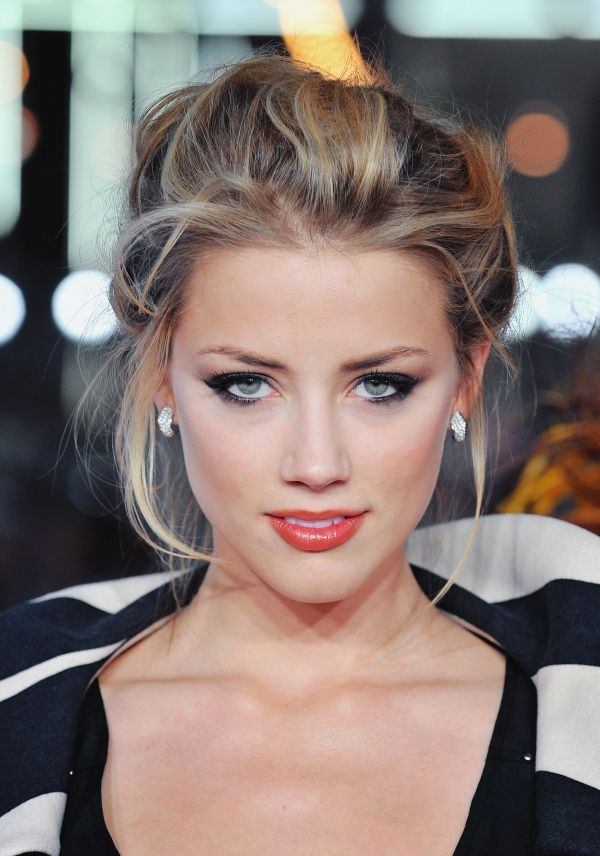 Amber heard gorgeous makeup and hair and of course a true classic beauty