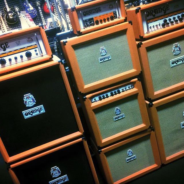 This wall can punch! #orangeworld #orange #muziker