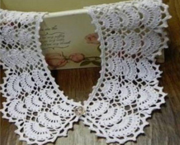 Aprende aquí a tejer un lindo cuello a crochet o ganchillo. Ideal para usar en blusas o vestidos o incluso solo esta pieza sobre una camisilla.Mira más instrucciones y el botón para descargar este patrón al final de las imágenes.
