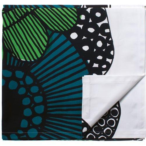 http://www.uaredesign.com/nappe-siirtolapuutarha-marimekko-vert.html La nappe Siirtolapuutarha est en coton 100%, ses dimensions généreuses vous permettront d'habiller d'un parterre de fleurs hors du commun vos plus grandes tablées. #design #vintage #marimekko @marimekkoglobal #kitchen #cuisine