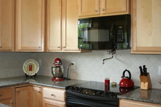 This picture gallery of great backsplashes is sure to charge up your imagination for your kitchen remodel!