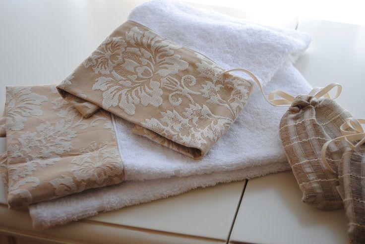 Toallas con aplicaciones y accesorios para el ba o for Accesorios para poner toallas en el bano