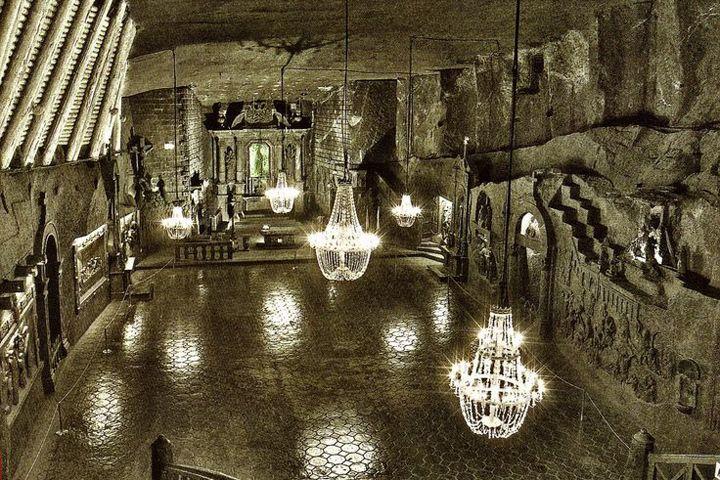 世界最古の岩塩抗に眠る、岩塩製神秘の彫像と礼拝堂『ヴィエリチカ岩塩抗』