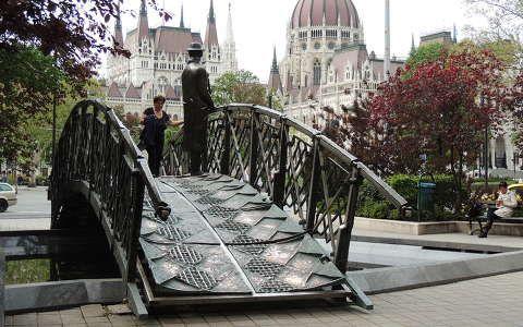 Nagy Imre szobra a Parlamenttel,Budapest