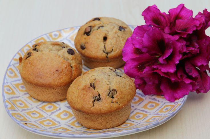 C'est une recette de muffins extra moelleux et surtout très gourmande que je vous propose aujourd'hui...de la compote de pommes.. une banane... des flocons d'avoine... des pépites de chocolat.. à la vue de tout ces ingrédients .. difficile pour moi de...