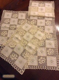 Conjunto de naperons de quarto em renda e linho bordado