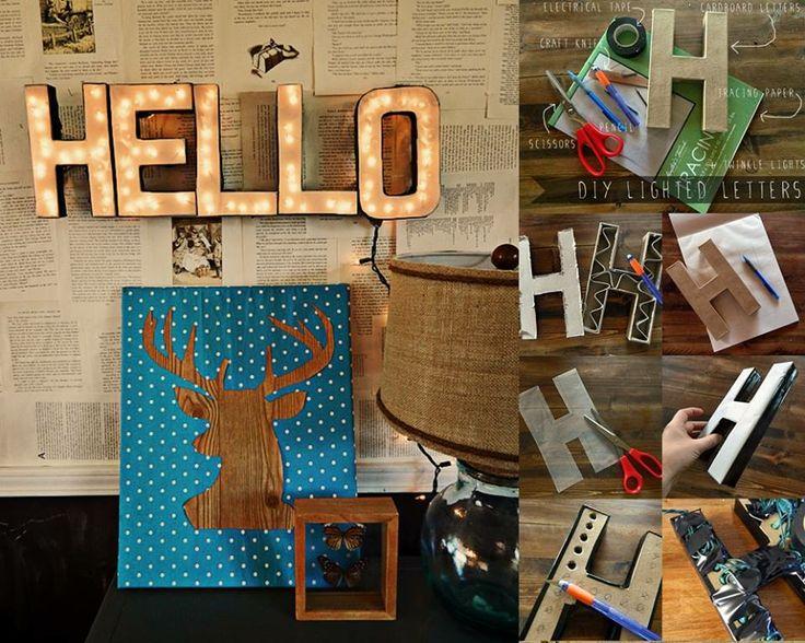 Um diese leuchtenden Dekobuchstaben zu machen braucht ihr Pappbuchstaben (siehe amazon), eine batteriebetriebene LED-Lichterkette, Transparentpapier, Tape und Cuttermesser. Den oberen Teil des Buchstabens entfernen und stattdessen Transparentpapier auf den Buchstaben kleben (mit dem schwarzen Tape sauber verkleben). Von Hinten Löcher mit einem Stift reinbohren und die Lichterkette hineinstecken. Mit Nägeln aufhängen. (gefunden auf homeheartcraft.com)