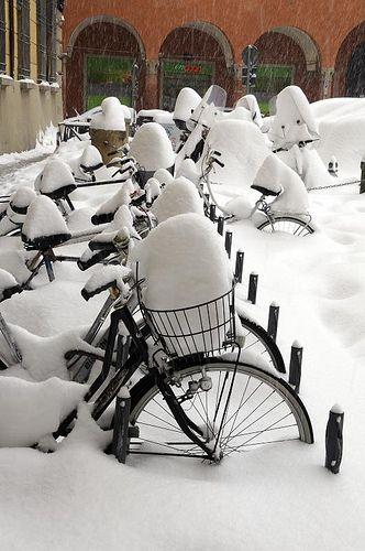 Italy  - Emilia Romagna  -  Bologna - Bologna under the snow  - Bici a Bologna