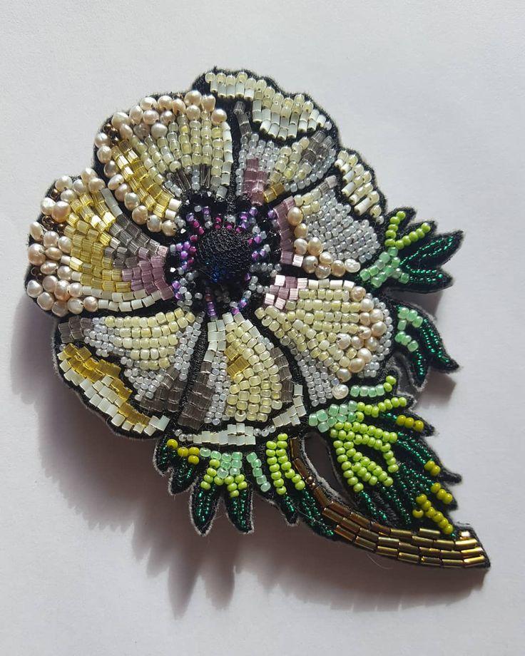 """Весна идет! """"Анемон"""" распустился) Новая брошь, машинная и ручная вышивка #бисер#вышивка#жемчуг#ручнаявышивка #авторскийпроект #сашагрузинова #вединственномэкземпляре #брошь #аксессуар #embroidery #handmade #beads #"""