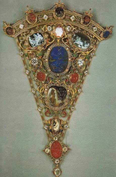 Devonshire Parure: bodice ornament in gold,    enamels, cameos, coral and diamonds, made ​​by CFHancock    1856 - London - Coll.Privata