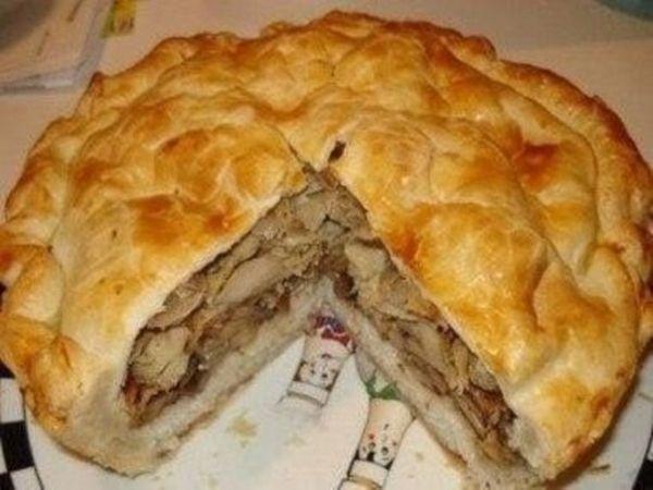 """Так вот... Вы можете называть этот пирог просто """"Пирог с курицей"""" или """"Пирог с картошкой"""", но мы привыкли называть его """"Узбекский курник""""... Хотя какая в принципе разница. Главное, что пирог вкусный!"""