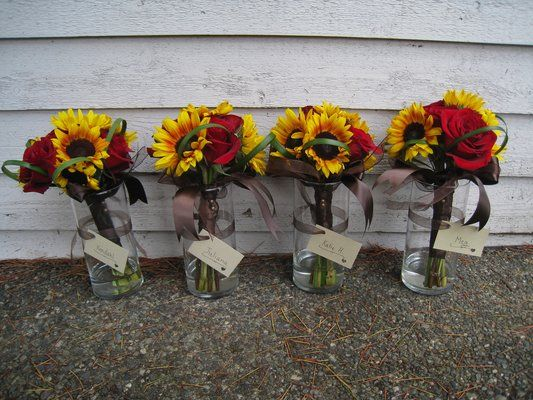 Fall bridemaid bouquets with sunflowers and roses
