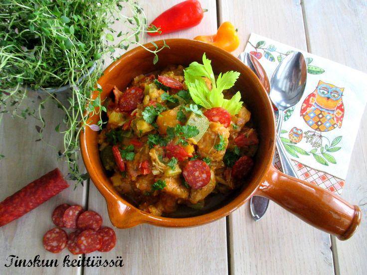 Lumoudu kanagumbosta: Tinskun keittiössä