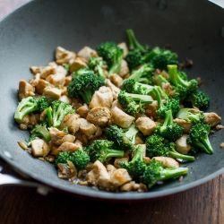 Healthy Chicken Broccoli Stir Fry by bestrecipebox #Chicken #Broccoli #Healthy