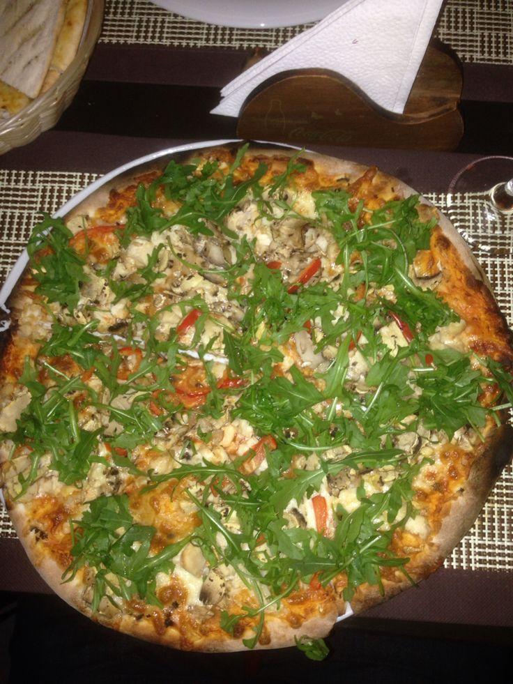 Deligious chicken pizza