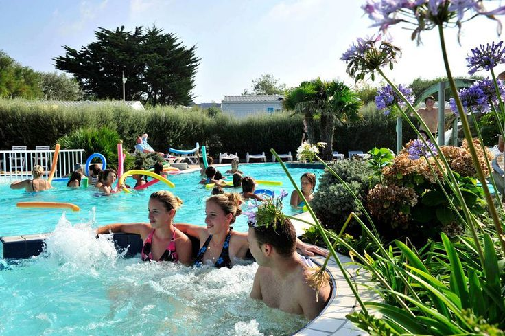 ☀️ #poolparty in #stnic in der #bretagne #vacansoleil #premiumcamping #camping #holiday #glamping