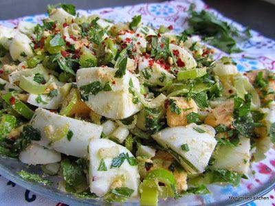 Yumurta salatası (Turkse eiersalade met groene kruiden)
