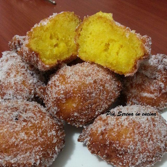 Le frittelle di ricotta e zafferano sono uno dei tanti dolci di carnevale. Con il loro gusto semplice e particolare fanno subito festa.
