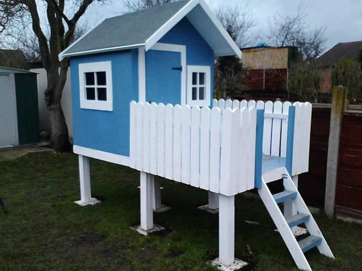 Diy video child 39 s wendy playhouse pallet ideas for Wooden wendy house ideas