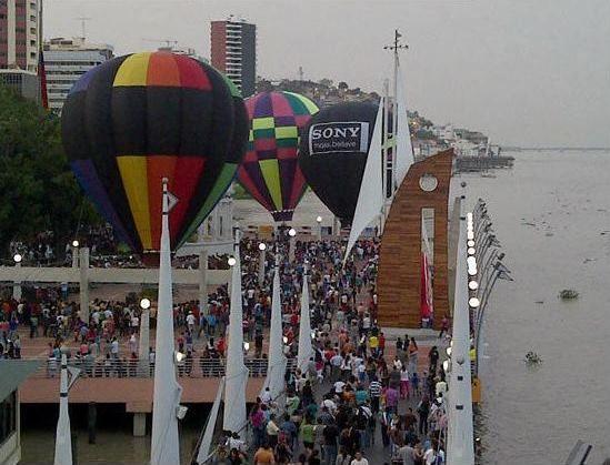 Exposicion de Globos aeroestaticos, en las fiestas de Guayaquil