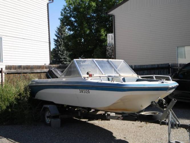 1985-swiftsure-tri-hull-motor-boat-with-70-hp-mercury-motor