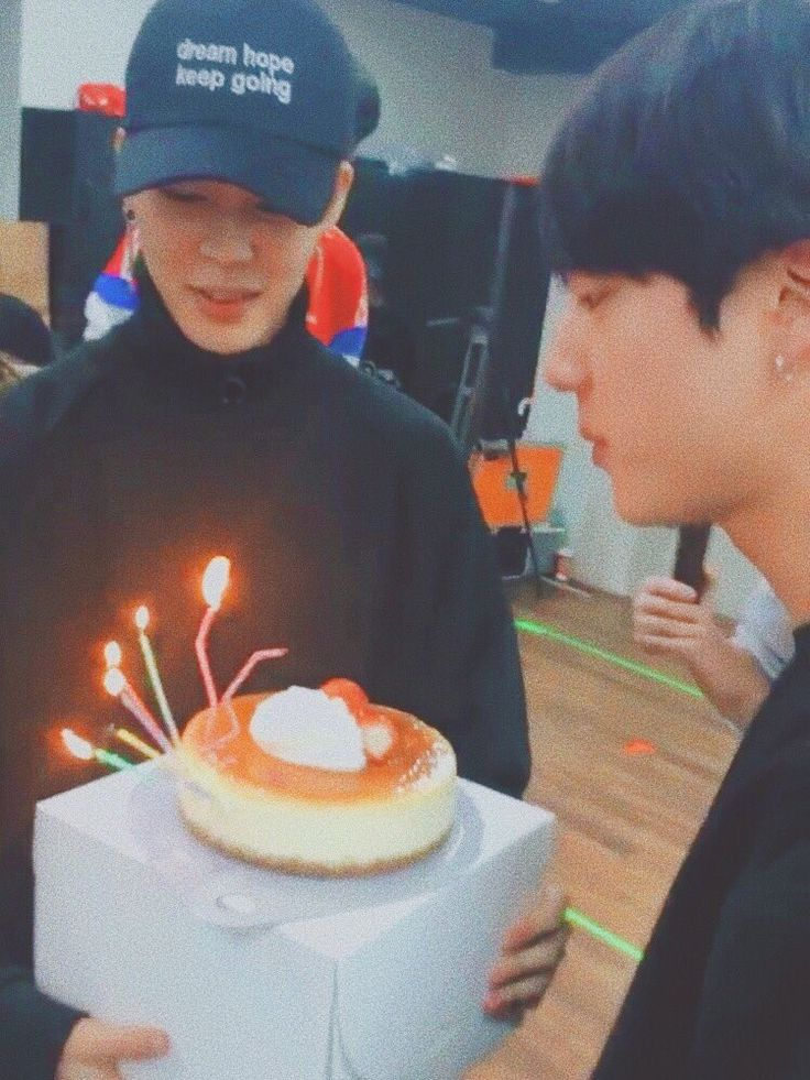 Happy Birthday Jin!! Those candles are cool, so they must've been made for you, Jin. ♡ ♡ ♡ 12·2·92 ♡ ♡ ♡