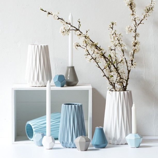 The tall dinner candles add a majestic look to the little holders. In stores now. Price DKK 990 / SEK 1380 / NOK 1440 / EUR 138 / ISK 269 / GBP 1.14  #candleholder #dinnercandle #tablesetting #homestyling #interior #inspiration #sostrenegrene #søstrenegrene #grenehome