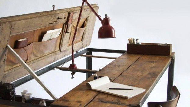 Een oude deur als stoere eettafel, bureau én werkblad.