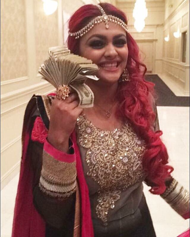 Yes, I'm that person at Indian/Bengali weddings...yelling, losing my voice, going crazy basically...and making that gate money #indian #indianweddings #redhair #indianfashion #lashkaraa #gatemoney #ilostmyvoicescreaming #hairstylist #makeupartist #mua #bridal #michigan #mermaidhair