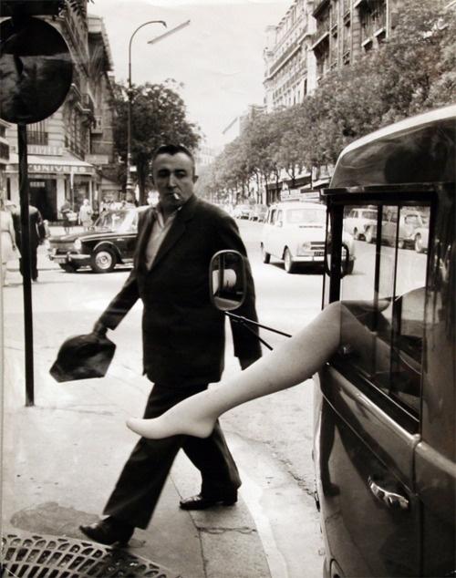 Robert Doisneau - Camionette d' étalagiste, rue d'Alesia, Paris, 1968