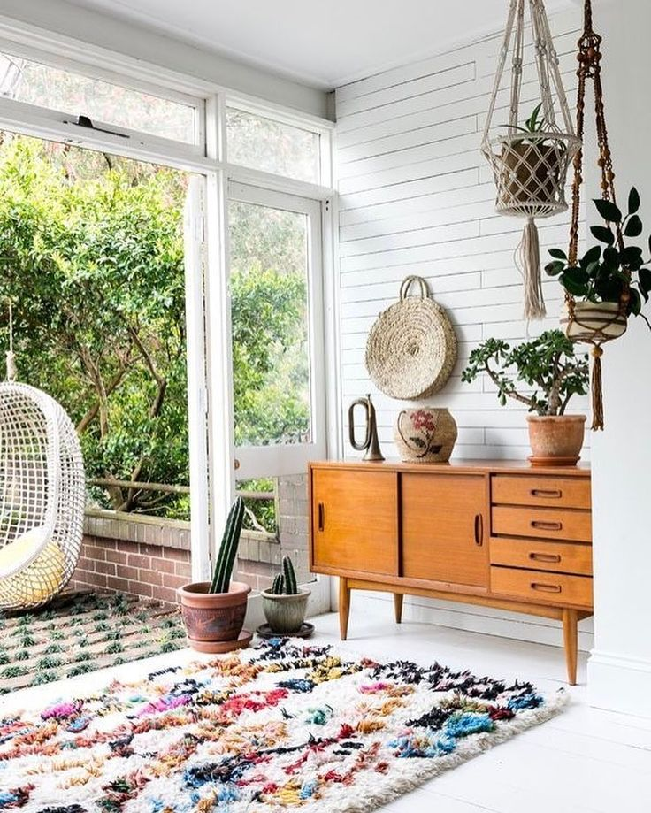 Loving this mix of indoor and outdoor space! Is the rug stealing the show or that hanging chair?!... my goodness!! ✨ Thank you @olliella for a little Friday drool!!