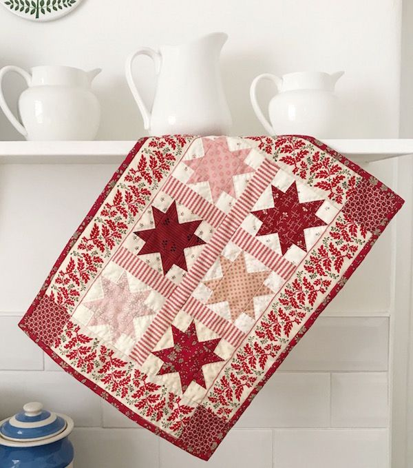 Petite Christmas Stars Mini Quilt - Free Pattern!