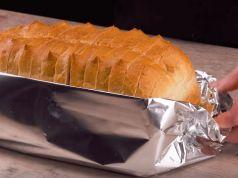 Toto je stokrát lepší než obložené chlebíčky: Naučte se tento bleskový nápad s alobalem a už nikdy nebudete váhat, co si dáte k večeři!