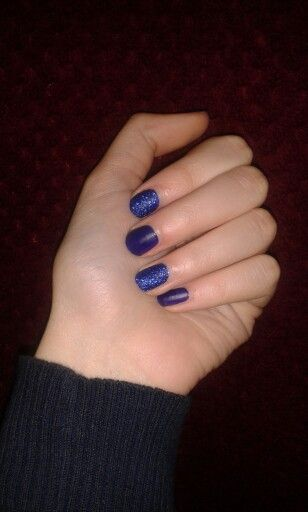 Blue glitter and matt nails