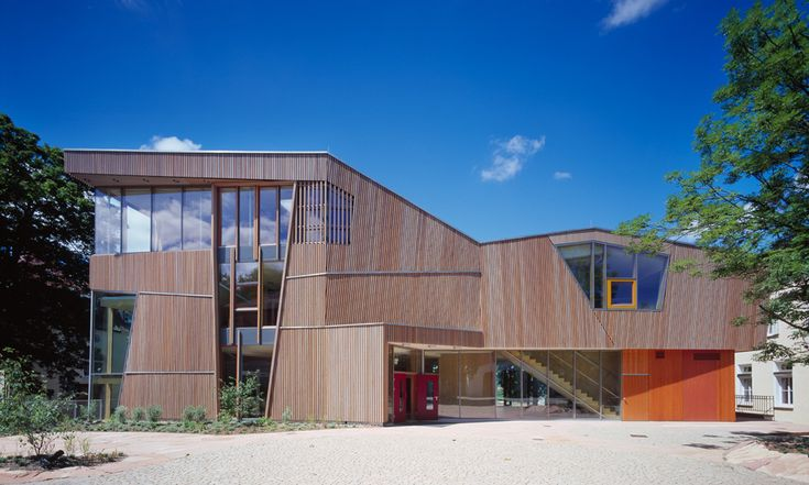 Neubau eines Hort- und Mensagebäudes inklusive energetischer Maßnahmen für die Waldorfschule Uhlandshöhe in Stuttgart