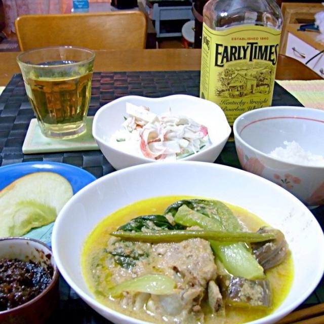 昨晩の深夜の晩餐 フィリピン料理のカレカレは本来はオックステールと茄子や青梗菜などをピーナツバターで煮込んだ料理ですが 昨晩の我が家のカレカレはスペアリブを煮込んだオリジナル バゴーンと言うオキアミの塩辛を豚の脂身で炒めた物を添えて頂くのがフィリピン流☆〜(ゝ。∂)  飲んで歌ってギター抱えて寒空を歩き回って帰宅した冷え切った体にコッテリ熱々の煮込み料理は最高(≧∇≦) - 35件のもぐもぐ - カレカレ【フィリピン風ピーナツバター煮込み】 by マニラ男
