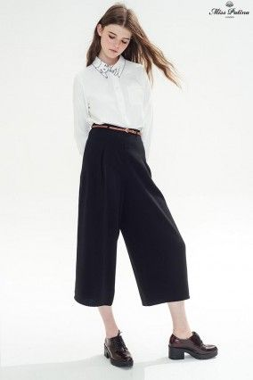 The laidback allure of the Country Explorer trousers add something special to a simplistic shirt and boyish brogues: ideal for weekend breaks and city escapes. Or wear to glamorous effect with purposeful stiletto heels.