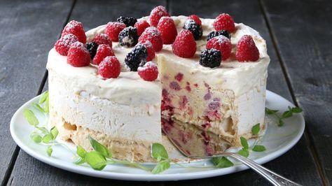 På nasjonaldagen kan vi spise så mye is og kaker vi bare vil, så hvorfor ikke kombinere de to? Prøv iskremkaken til Trine Sandberg som kan lages mange dager i forveien