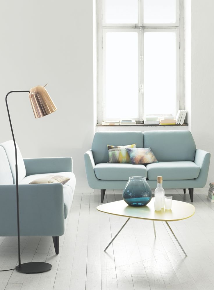 Die wunderbare Leichtigkeit des Frühlings zeit ein mit frischen, differenzierten Blautönen, formstarken Möbeln mit Retroaffinität