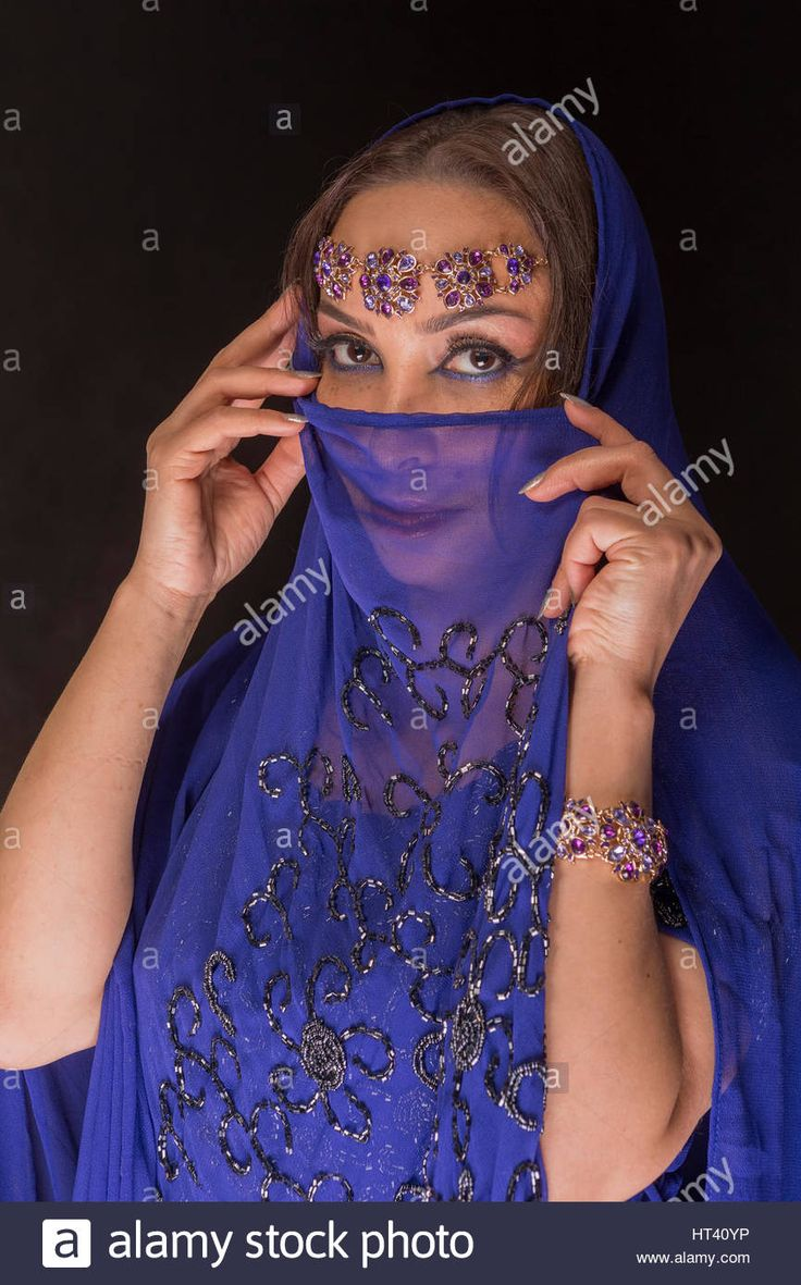 Download this stock image: Woman fashion models in blue oriental dress - ht40yp from Alamy's library of millions of high resolution stock photos, illustrations and vectors.