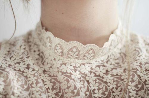 High neck lace-details