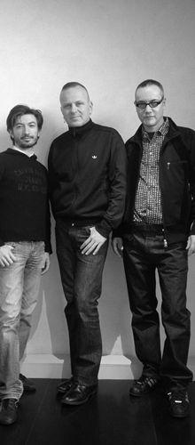 Maurizio Galante, Tal Lancman, Luca Terenzi :: Designer di:  QBO' :: Dall'incontro di Luca Terenzi, CEO di TGroup, di cui Terenzi srl è il cuore originario, progettuale e tecnologico, nonchè ideatore del brand Caoscreo, con Maurizio Galante e Tal Lankman, non classificabile la loro visione crossover valica i confini della moda, del design e dell'architettura, nasce l'idea di realizzare QBO, libreria modulare poliedrica e componibile.