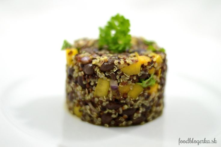 Quinoa salat with black beans
