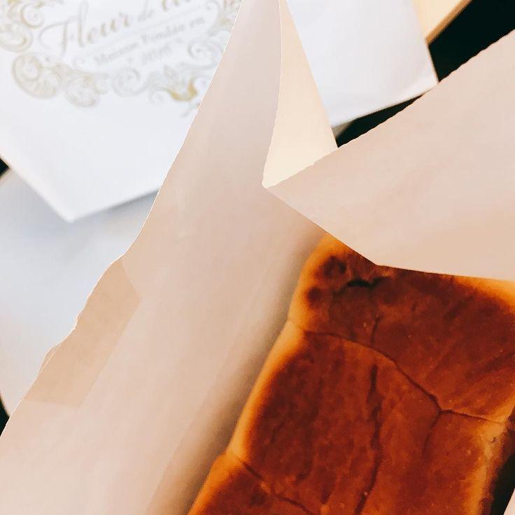 名古屋で買ったメープル食パン この後千切って食べました(笑)