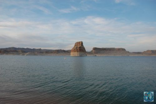 Lake Powell from the border between Arizona and Utah is a famous destination for American water enthusiasts and not only
