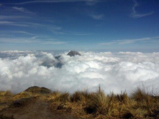 View Merapi dari puncak Merbabu