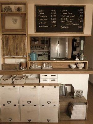 カウンター上に大きな黒板を設置 : キッチンをカフェ風にしたい!DIYから置くだけのインテリアまでアイデア実例集 - NAVER まとめ