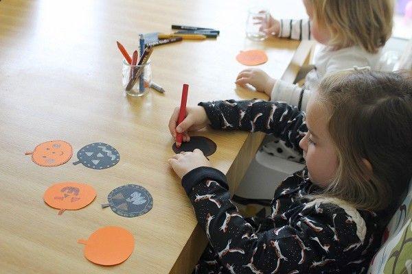 #diy avec les enfants : fabriquer une guirlande d'Halloween #activité #halloween #enfant #maternelle #manuelle #primaire #vacances #facile #recyclage #noel #exterieur #automne #hiver #recup #anniversaire #rapide #printemps #peinture